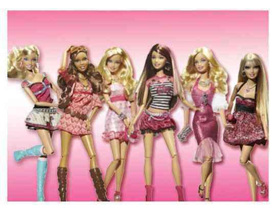 Muñecas barbie de varias peliculas.