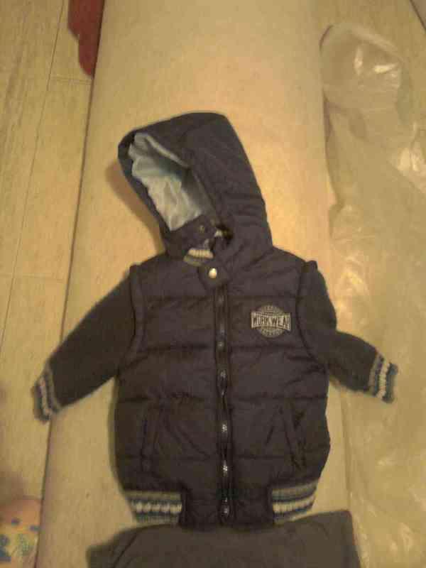 Abrigo azul oscuro impermeable talla 18 meses
