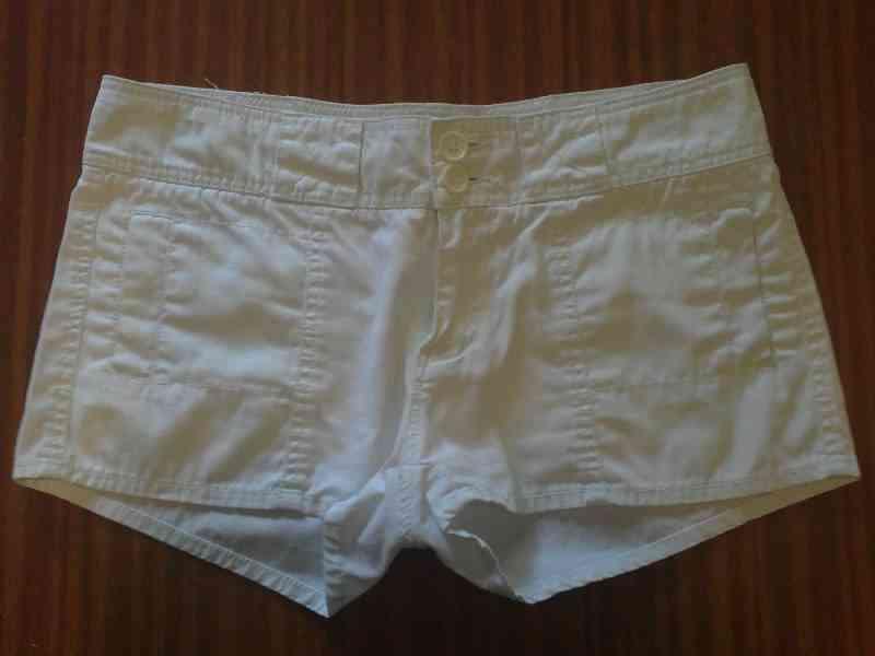 Pantalon corto blanco (reservado bea1982)
