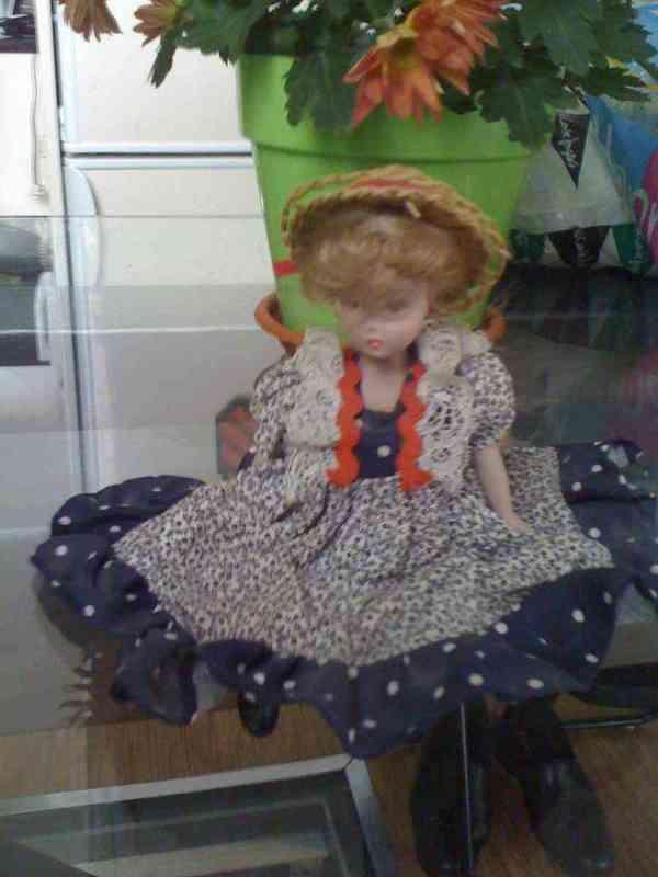 Muñeca con gorro de paja (elena88)