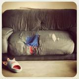Viejo sofá con roto