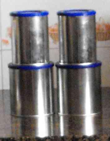 4 latas con tapas