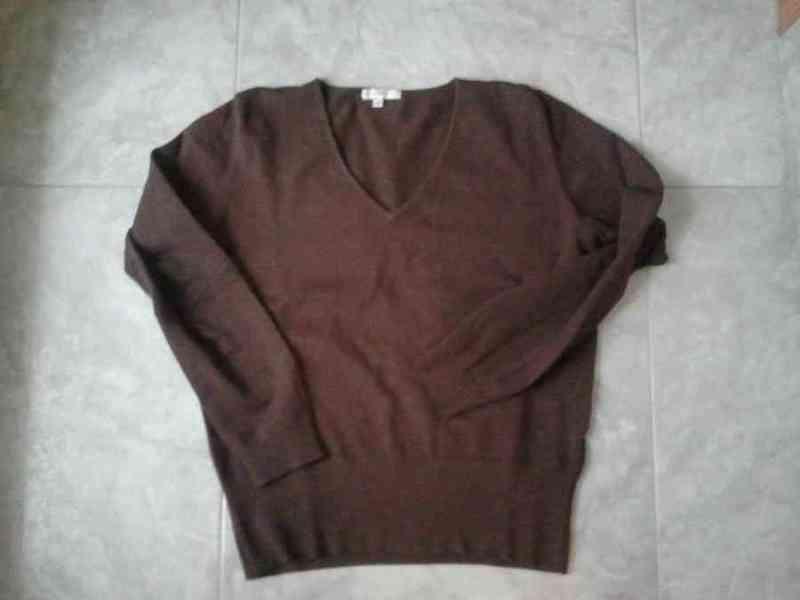 P5 - jersei marron cuello pico