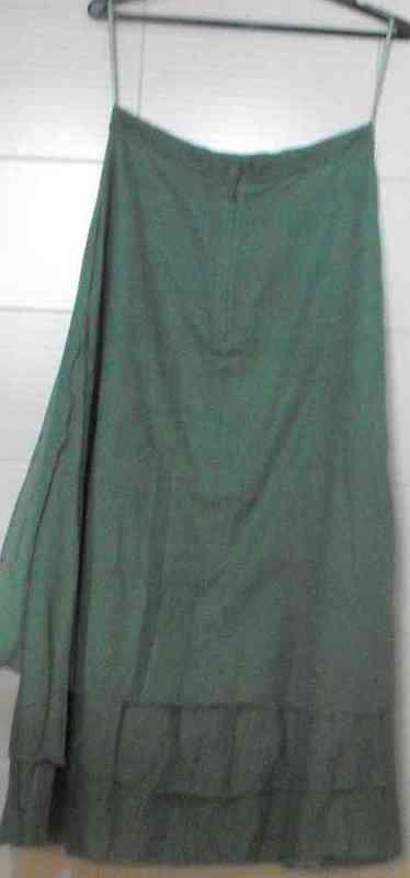 Falda verde talla 40 aprox-nuriaben