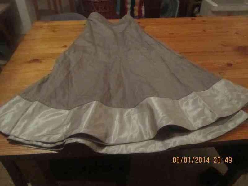 Falda grisacea (dale)