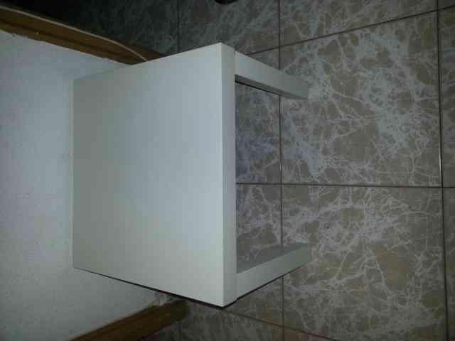 Mesa pequeña cuadrada