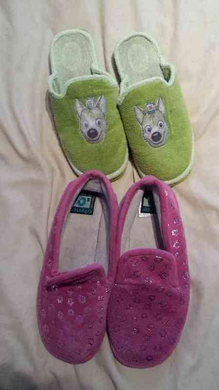 2 pares de zapatillas para casa