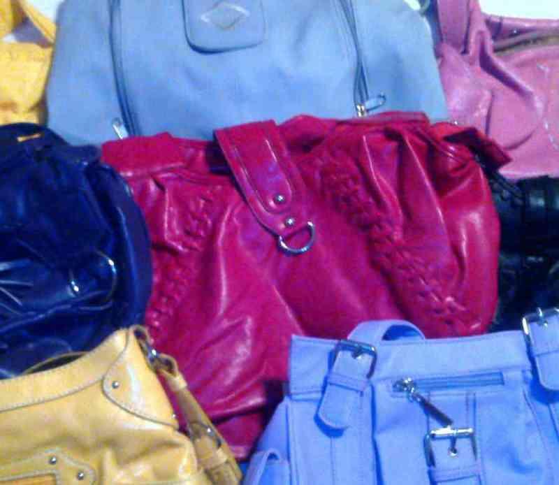 Bolsos d colores.