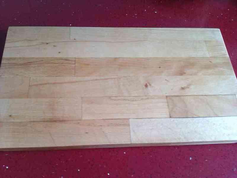 Tabla de madera para cortar.