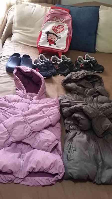 chaqueta-zapatos-mochila