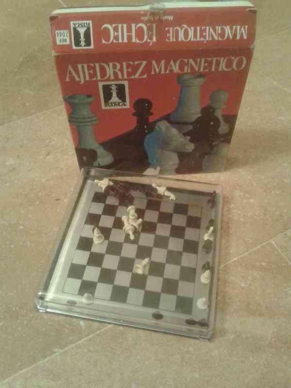 Regalo ajedrez pequeño magnético