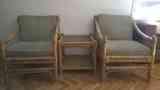 Dos sillones y mesita de bambú