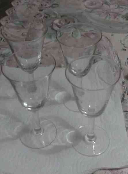 4 copas de vino, de cristal