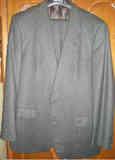 traje gris oscuro talla 58