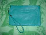 bolsito de mano turquesa entregado a Aitana17