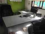 Regalo, por traslado, mesa grande de oficina