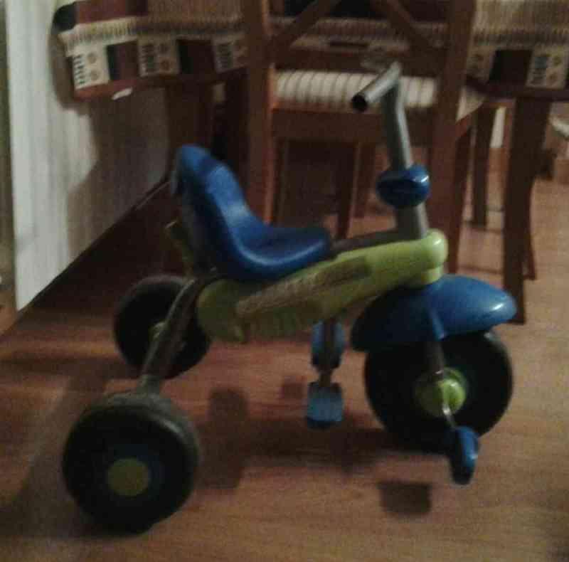 Triciclo niño pequeño
