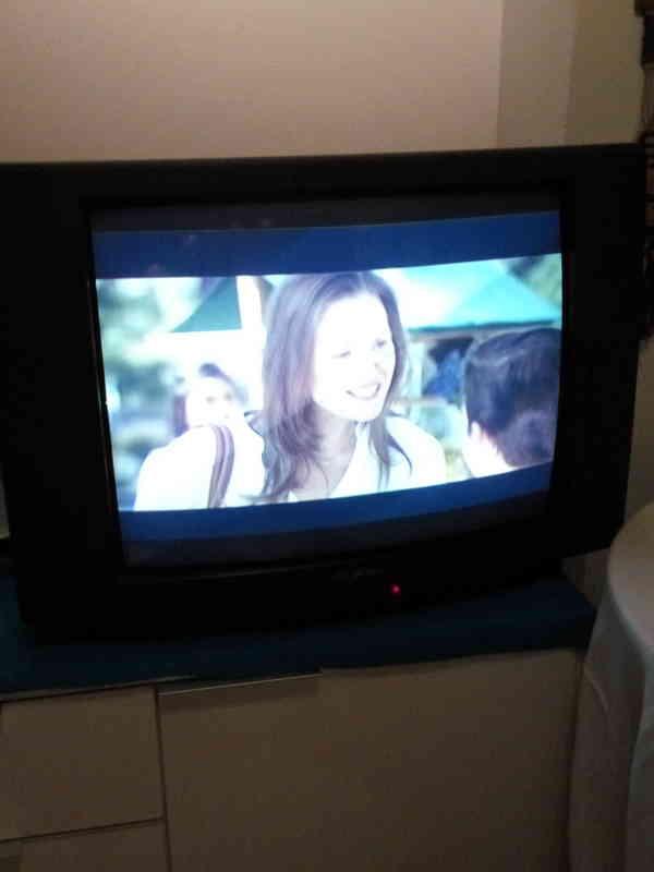 Regalo TV antigua pero funciona muy bien