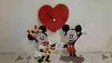 Figura de madera  de Micky y Mouse con reloj