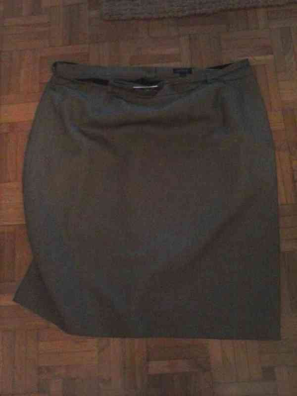 Anuncio anterior, foto de la falda