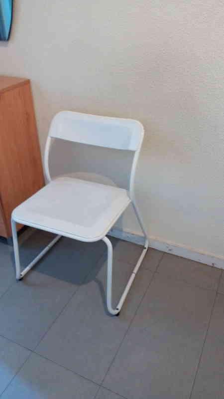 Regalo tres bonitas sillas de cocina madrid madrid for Sillas bonitas