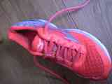 Regalo zapatilla Mizuno T37 pie izquierdo. Chica