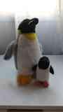 Peluches pingüino grande y pequeño
