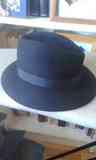 Sombrero negro de chica
