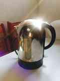 """CHAMBERÍ regalo un calentador / hervidor de agua """"kettle"""" de marca Kenwood."""