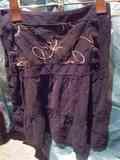 falda negra de pana con bordado
