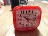 Reloj despertador analógico que funciona