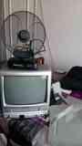 Televisor con VHS integrado + Antena + Soporte pared