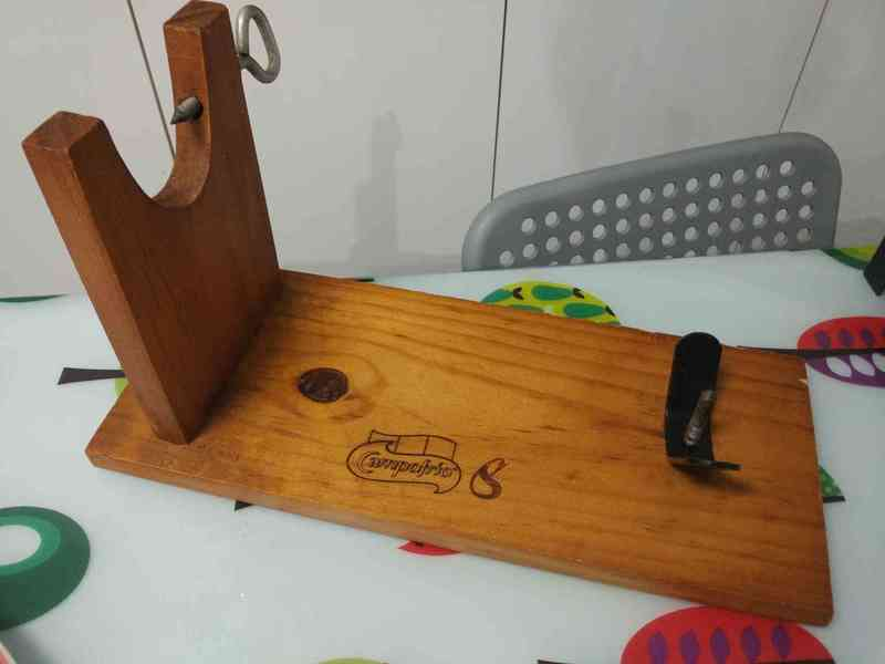 Jamonero (Soporte para jamón) en madera