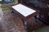 Mesa de centro con tapeta de mármol