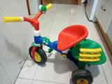 Regalo triciclo niño. Le falta un pedal