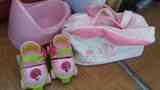 Regalo orinal,patines,un bolso rosa de niña bebé