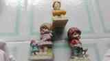 Tres adornos de niños