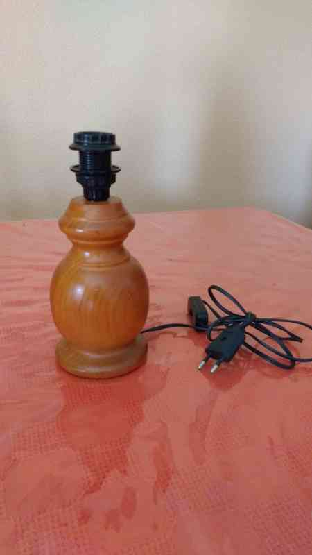 Pie de lampara madera