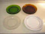 Platos lisos grandes surtidos de vidrio y porcelana