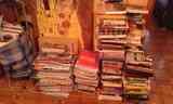 Regalo montaña de libros, en Malasaña