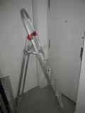 Escalera metálica plegable grande
