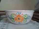 Frutero de cerámica con detalle floral pintado