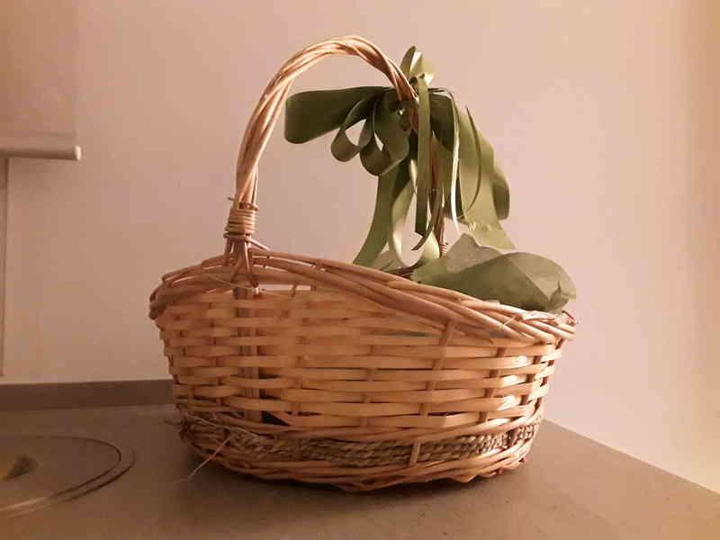 Regalo cesta de mimbre, típica de poner plantas, o para cesta de Navidad