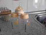 dos biberones y una tetina ( Me han dado dos plantones)