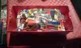 Caja con piezas de lego