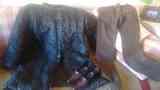abrigo, pantalon y zapatos