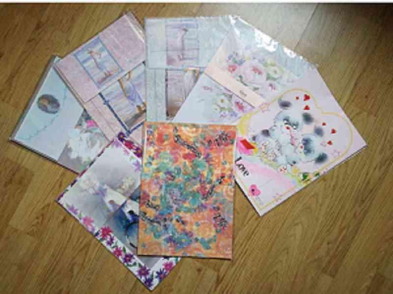 set de cartas con papel y sobre a juego para escribir
