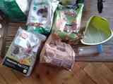 Comida de conejo enano y algunos utensilios