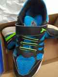Zapatillas negras y azules