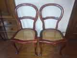 Regalo 2 sillas, 2 somieres, 2 colchones, mesita de noche y cajonera